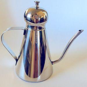 Stainless Steel Art Deco Luxury Oil Pourer.